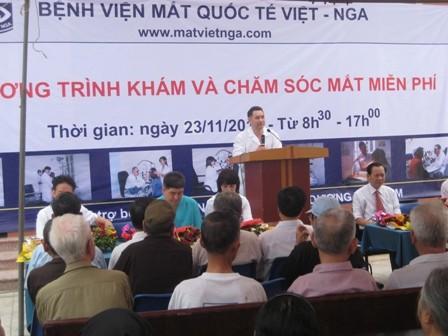 Gần 400 bệnh nhân được khám, tư vấn các bệnh về mắt miễn phí - ảnh 2