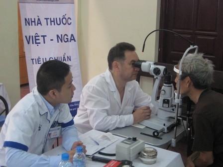 Gần 400 bệnh nhân được khám, tư vấn các bệnh về mắt miễn phí - ảnh 7