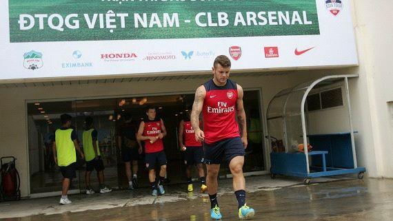 Giao hữu bóng đá giữa tuyển Việt Nam và CLB Arsenal (Anh) - ảnh 1