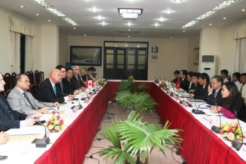 Đoàn nghị sĩ và doanh nghiệp Canada thăm làm việc tại Việt Nam  - ảnh 1