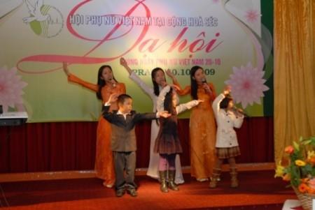 Một số kinh nghiệm trong hoạt động của phụ nữ Việt Nam tại Cộng hòa Séc - ảnh 3