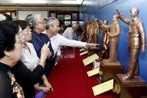 Trao giải cuộc thi sáng tác mẫu tượng đài Chủ tịch Hồ Chí Minh  - ảnh 1