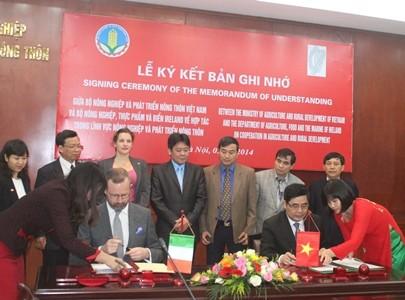 Việt Nam và Ai len ký hợp tác về nông nghiệp     - ảnh 1
