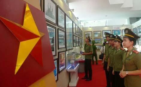 Triển lãm tư liệu lịch sử quý giá về Hoàng Sa, Trường Sa của Việt Nam tại Quảng Trị - ảnh 1