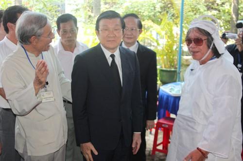 Chủ tịch nước Trương Tấn Sang viếng Giáo sư, Tiến sỹ Trần Văn Khê  - ảnh 1