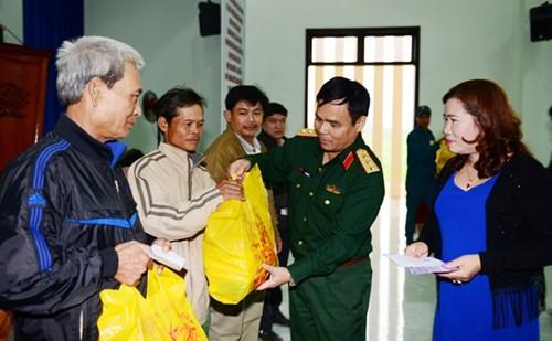Bộ Quốc phòng trao 600 suất quà cho các gia đình chính sách, hộ nghèo tại tỉnh Quảng Nam - ảnh 1