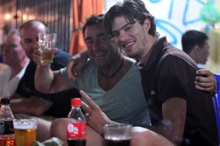 เบียร์เฮยถนนโบราณคือ จุดนัดพบของนักท่องเที่ยวต่างชาติ - ảnh 5