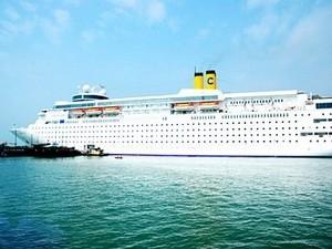 เรือท่องเที่ยวต่างชาติเข้าเทียบท่าเรือเจินเมยของเวียดนาม - ảnh 1
