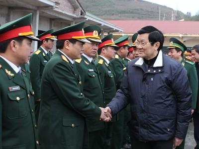 ประธานประเทศอวยพรปีใหม่ทหารชายแดนจังหวัดห่ายาง - ảnh 1