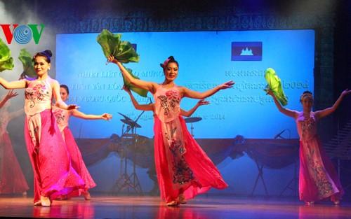 สัปดาห์วัฒนธรรมเวียดนามในกัมพูชา - ảnh 2