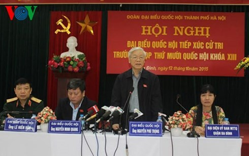 เลขาธิการใหญ่เหงวียน ฟู้ จ่องพบปะกับผู้มีสิทธิ์เลือกตั้งกรุงฮานอย - ảnh 1