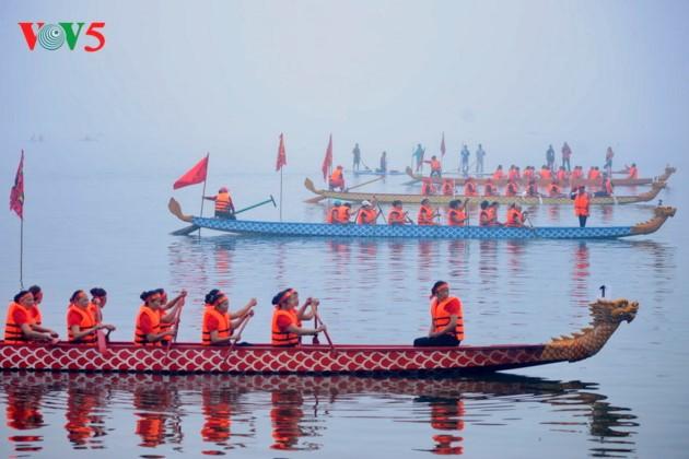 Dragon boat race makes waves in Hanoi - ảnh 1