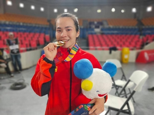 Three Vietnamese weightlifters to compete in Olympics - ảnh 1