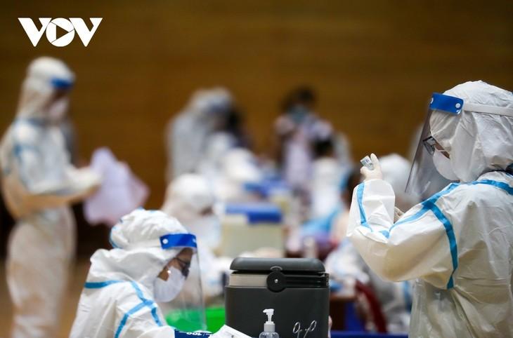 Initial COVID-19 vaccination drive begins in Da Nang - ảnh 13