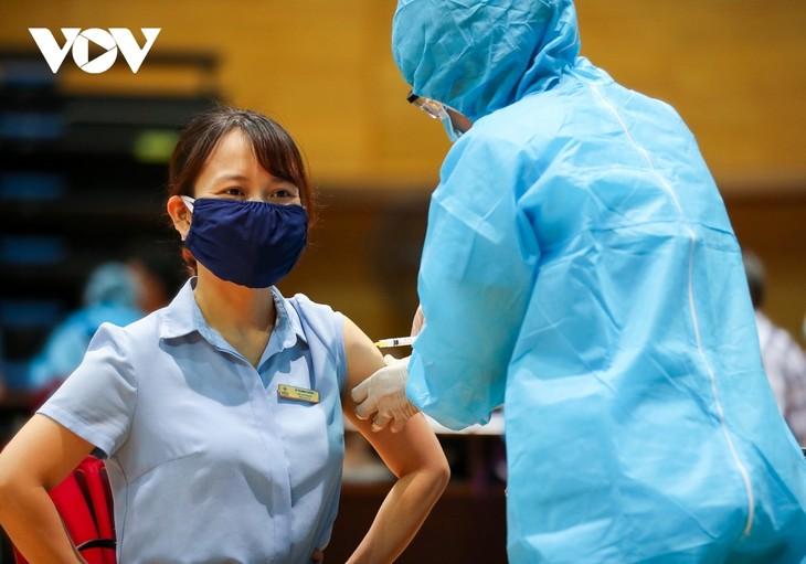 Initial COVID-19 vaccination drive begins in Da Nang - ảnh 15