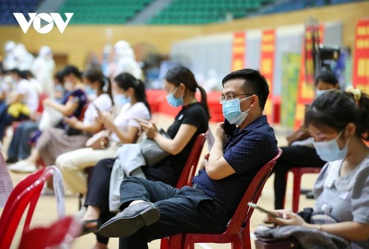 Initial COVID-19 vaccination drive begins in Da Nang - ảnh 16
