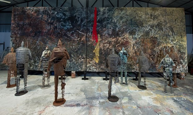 Vietnamese painter holds solo exhibition in Italy for first time - ảnh 1