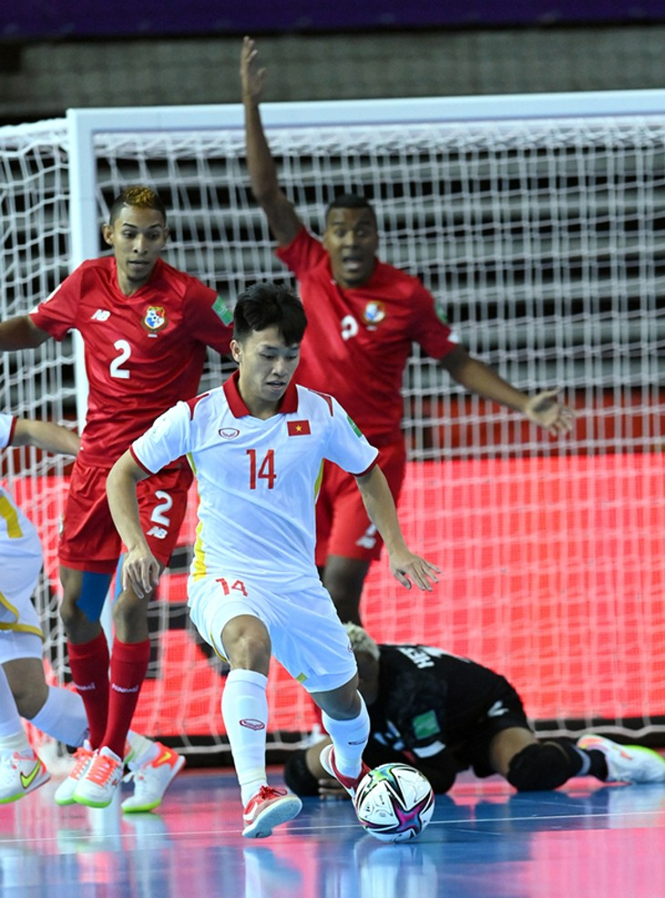 Van Hieu wins Goal of the Tournament at FIFA Futsal World Cup - ảnh 1