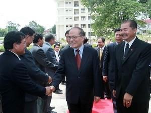ประธานรัฐสภาNguyễn Sinh Hùngเดินทางไปเยือนสถาบันการเมืองและรัฐศาสตร์แห่งชาติลาว - ảnh 1