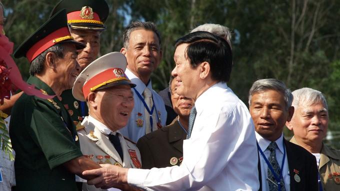 ประธานประเทศเวียดนามเข้าร่วมการพบปะสังสรรค์อดีตเชลยศึกที่Phú Quốc - ảnh 1