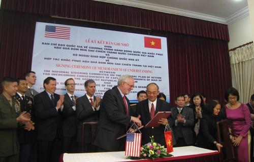 เวียดนามและสหรัฐร่วมมือกันในการเก็บกู้กับระเบิดหลังสงคราม - ảnh 1