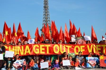 ชมรมชาวเวียดนามที่อาศัยในต่างประเทศและเพื่อนมิตรให้การสนับสนุนเวียดนามในการพิทักษ์อธิปไตย - ảnh 1