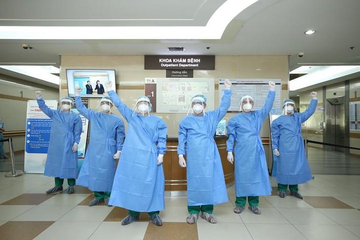 Добросовестные врачи в борьбе с пандемией коронавируса - ảnh 1