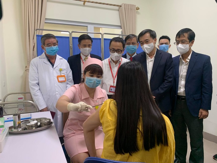 Во Вьетнаме начинается первый этап клинических испытаний второй вакцины от COVID-19 - ảnh 1