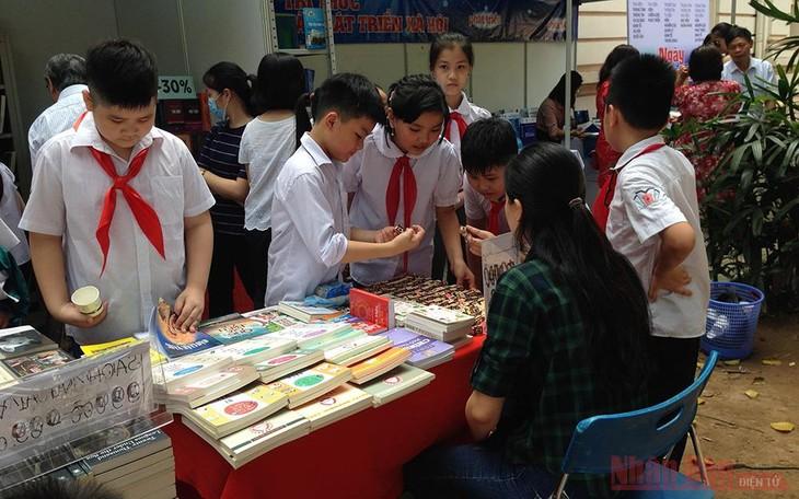 День книги 2021 посвящён теме «Книга и миссия развития культуры чтения» - ảnh 1