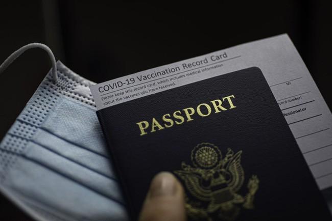 Паспорт вакцинации: осторожные шаги туристической отрасли по восстановлению - ảnh 1