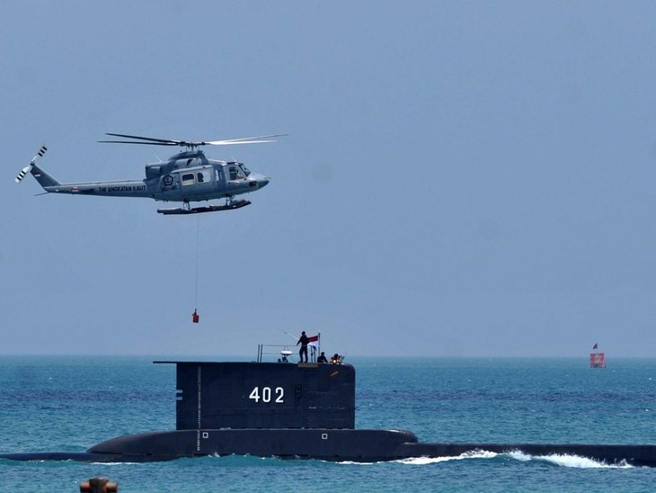 Время работает против Индонезии, которая ищет пропавшую подводную лодку - ảnh 1