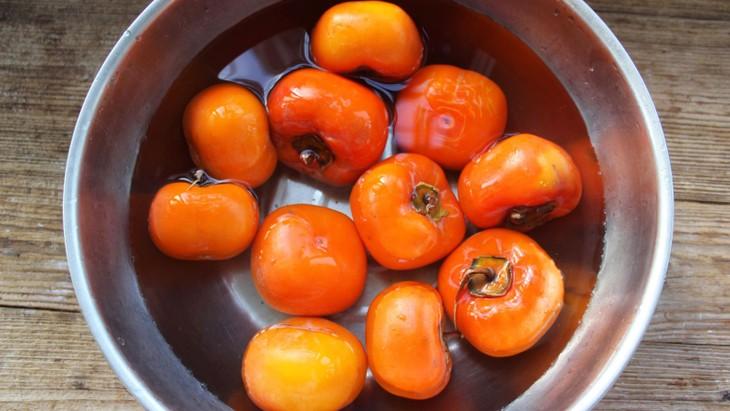 Маринованная хурма – простой осенний фрукт Ханоя - ảnh 3
