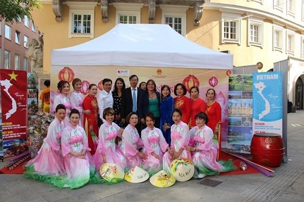 Вьетнам оставил след на Аугсбургском мультикультурном фестивале - ảnh 1