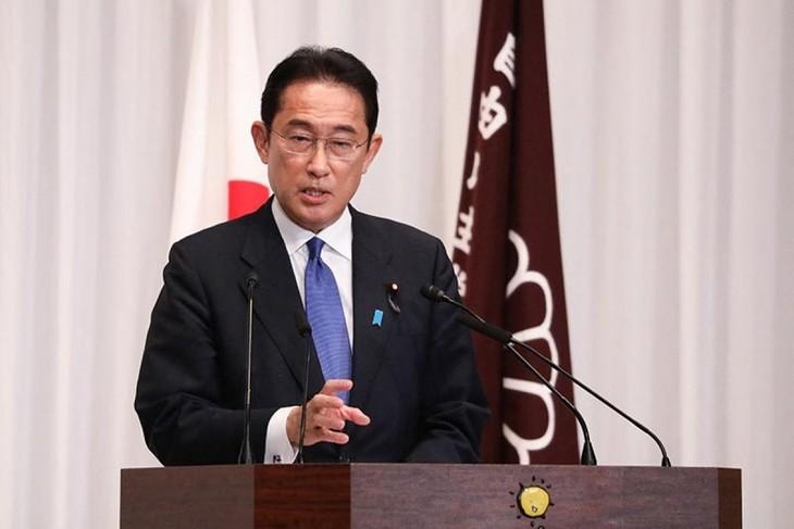 Новый премьер Японии провел телефонный разговор с президентом РФ по активизации двухсторонних отношений - ảnh 1