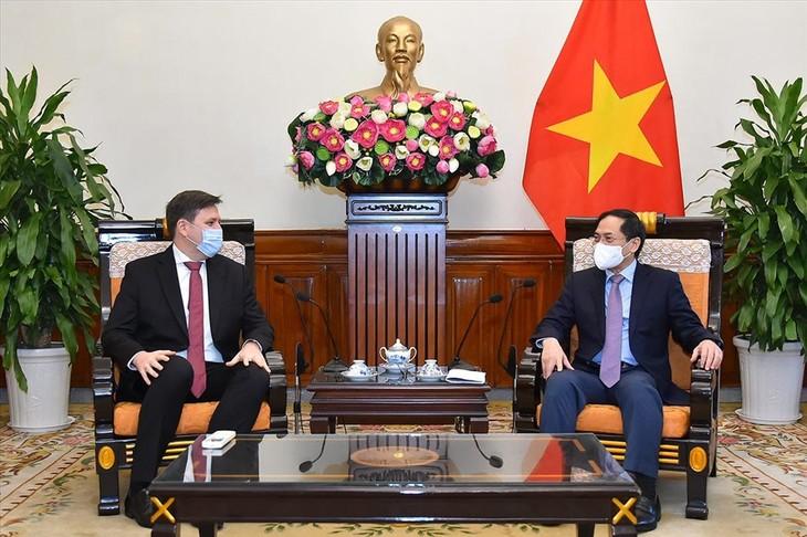 Дальнейшее укрепление традиционных дружеских отношений сотрудничества между Вьетнамом и Польшей - ảnh 1