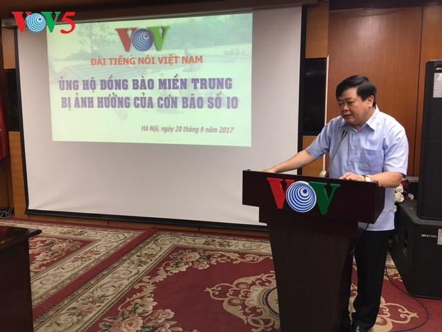 Văn phòng Chính phủ và các cơ quan, đơn vị tổ chức quyên góp ủng hộ đồng bào các tỉnh miền Trung - ảnh 2