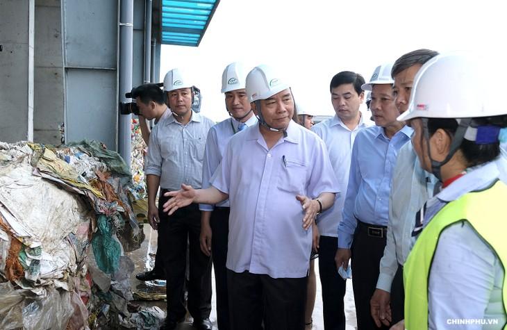 Thủ tướng  Nguyễn Xuân Phúc thăm mô hình xử lý rác thải tại Quảng Bình - ảnh 2