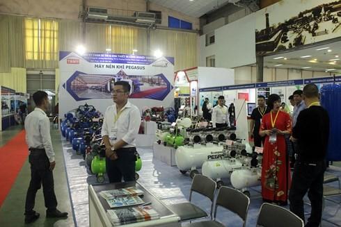 Hơn 250 doanh nghiệp tham gia Hội chợ quốc tế hàng công nghiệp  - ảnh 1