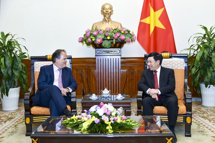 Phó Thủ tướng, Bộ trưởng Bộ Ngoại giao Phạm Bình Minh tiếp Quốc vụ khanh Bộ Ngoại giao Liên hiệp Vương quốc Anh và Bắc Irealand - ảnh 1