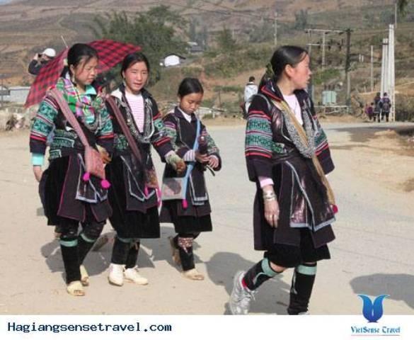 Đặc trưng trang phục của phụ nữ dân tộc Mông Trắng, Hà Giang - ảnh 1