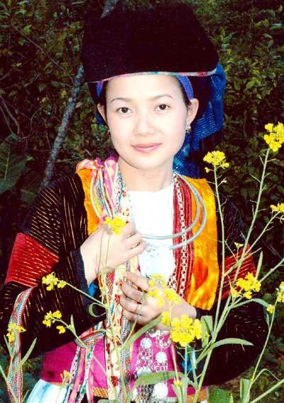 Đặc trưng trang phục của phụ nữ dân tộc Mông Trắng, Hà Giang - ảnh 2