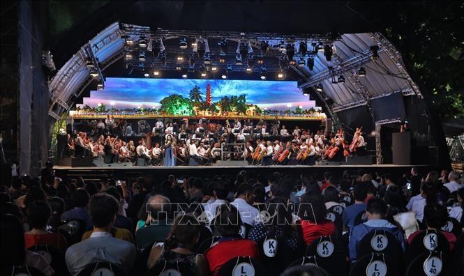 Dàn nhạc Giao hưởng London mang không gian âm nhạc đầy cảm xúc đến Hà Nội - ảnh 1