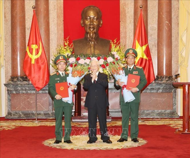 Tổng Bí thư, Chủ tịch nước Nguyễn Phú Trọng trao Quyết định thăng quân hàm cho 2 tướng lĩnh Quân đội - ảnh 1