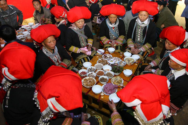 Nghi lễ cưới hỏi của đồng bào Dao đỏ ở Lào Cai - ảnh 2
