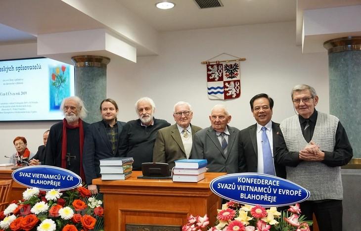 Đại từ điển Giáo khoa Czech - Việt giành Giải thưởng Từ điển của năm 2020 - ảnh 1