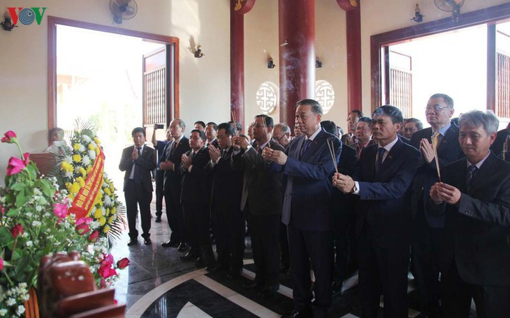Bộ trưởng Công an Tô Lâm thăm và làm việc tại Khăm Muồn - ảnh 1