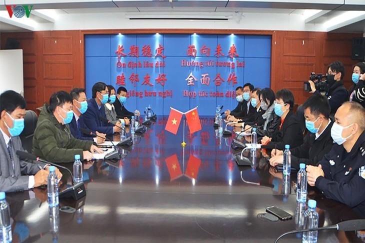 Thành phố Móng Cái (tỉnh Quảng Ninh) hỗ trợ vật tư y tế cho thành phố Đông Hưng (Trung Quốc) - ảnh 1