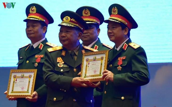 Lễ trao Huân chương của nhà nước Việt Nam, Lào tặng các tập thể, cá nhân quân đội hai nước - ảnh 2