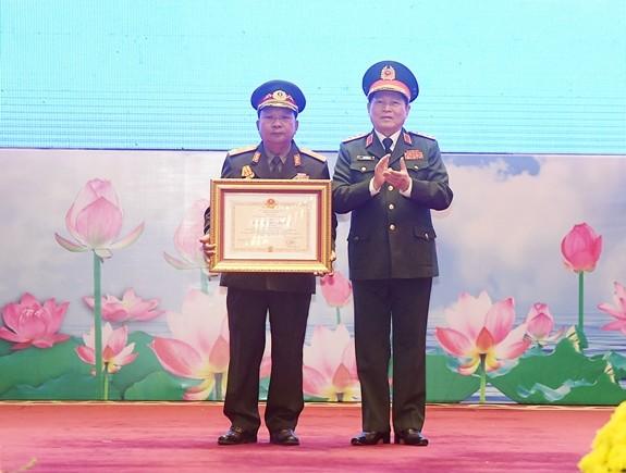 Lễ trao Huân chương của nhà nước Việt Nam, Lào tặng các tập thể, cá nhân quân đội hai nước - ảnh 1
