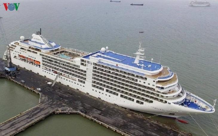 Huế- Đà Nẵng: Đón 2 du thuyền Crystai Symphony và Silvar Spirit với 1200 khách - ảnh 1